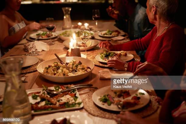 multigenerational family having dinner - mesa de jantar - fotografias e filmes do acervo