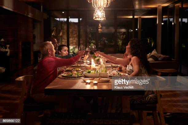 multigenerational family having dinner - warmes abendessen stock-fotos und bilder