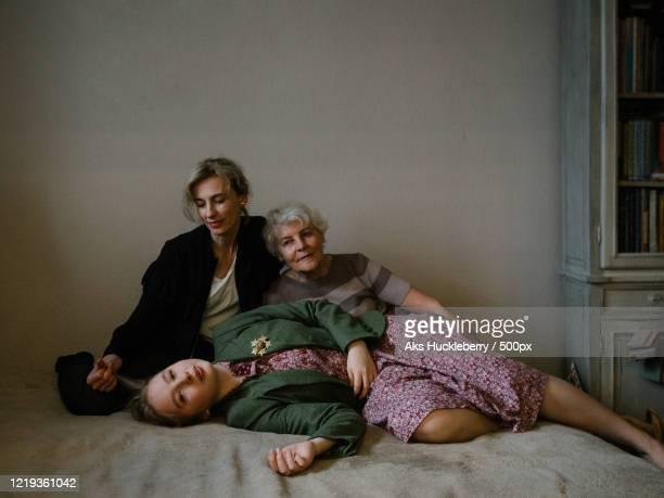 multi-generationfamily together, russia - showus stock-fotos und bilder