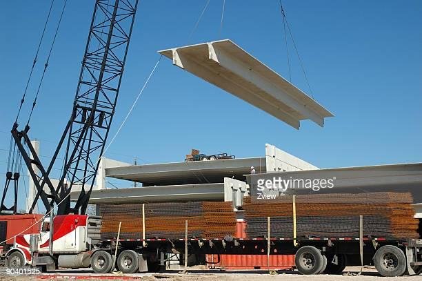 複数階の駐車場にクレーンリフティングビームズ構造