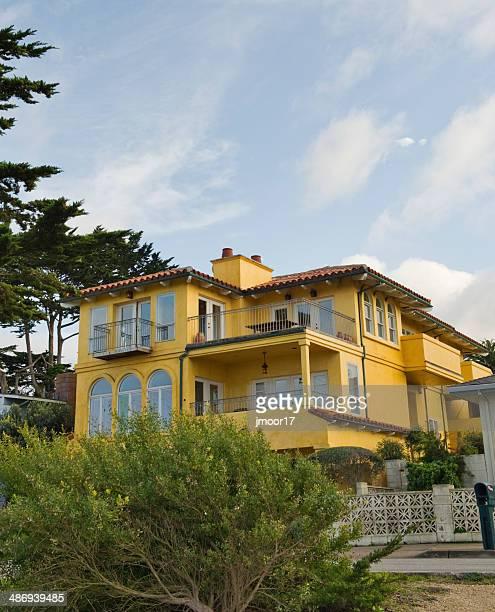 Monterey Multilevel elegante colorido Casa