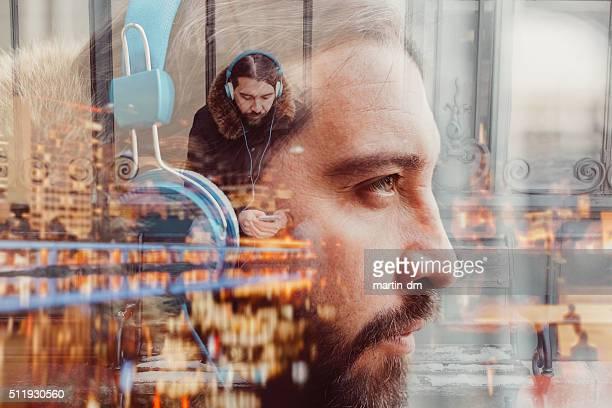 Mehrfachbelichtung Foto des Mannes mit Kopfhörer