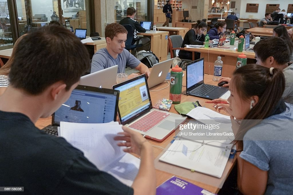 Studying In The Library : News Photo