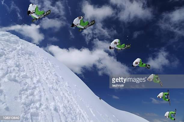 Mehrere Bilder von snowboarder in der Luft