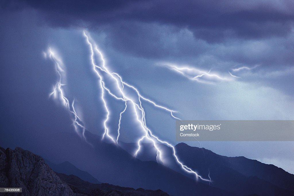Multiple lightning bolts over landscape : Stockfoto