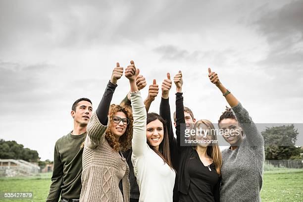 Multirracial polegares para cima-Adultos
