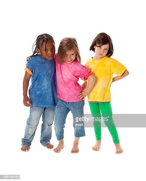 Groupe multiraciale de divers enfants debout ensemble des amis