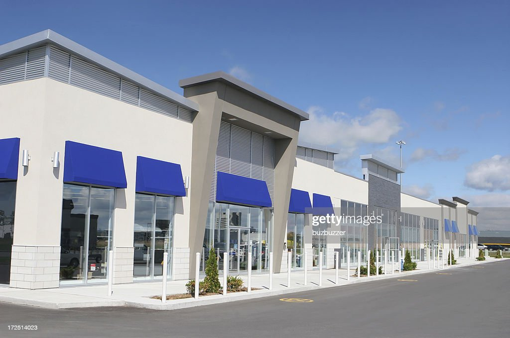 Plusieurs magasins de l'extérieur du bâtiment : Photo