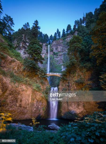 multnomah falls at sunset - pacific crest trail stock pictures, royalty-free photos & images