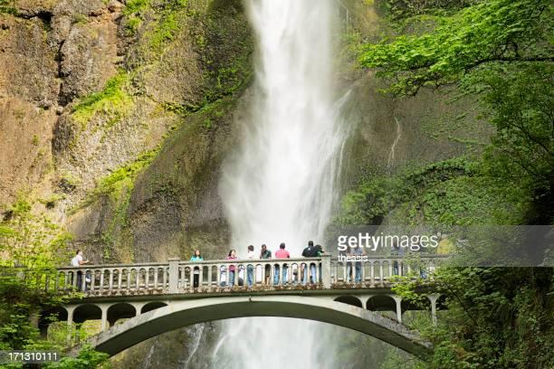 chutes multnomah falls - theasis photos et images de collection