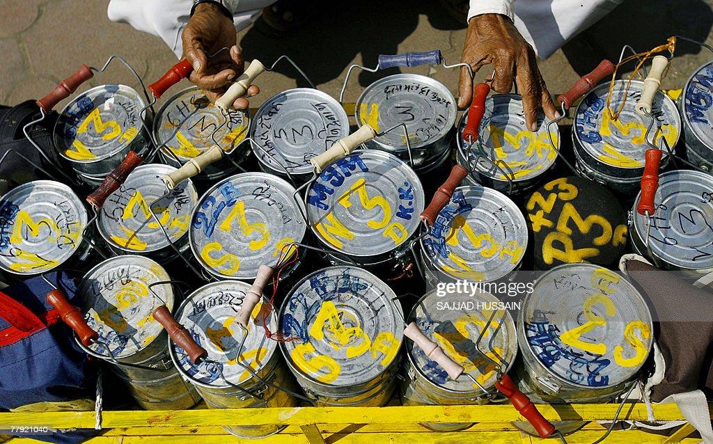 A Mumbai dabbawalla, or lunch-box delive : News Photo