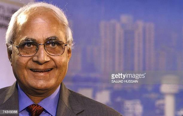 Chairman of real estate group DLF K P Singh addresses a news confrence in Mumbai 29 May 2007 India's largest real estate group DLF announced that it...