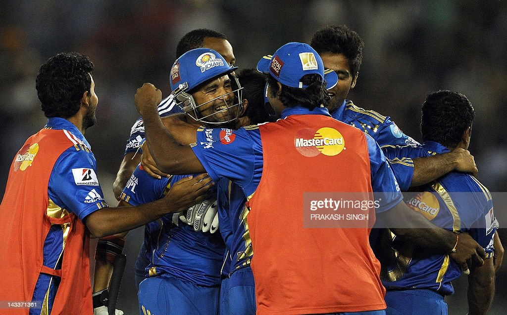Mumbai Indians batsman Robin Peterson (2L) celebrates his team's victory with teammates during the IPL Twenty20 cricket match between Kings XI Punjab and Mumbai Indians at PCA Stadium in Mohali on April 25, 2012. RESTRICTED TO EDITORIAL USE. MOBILE USE WITHIN NEWS PACKAGE AFP PHOTO/ Prakash SINGH