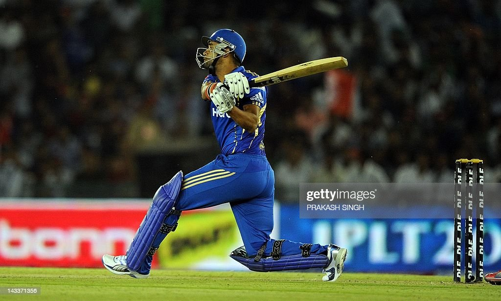 Mumbai Indians batsman Robin Peterson plays a shot during the IPL Twenty20 cricket match between Kings XI Punjab and Mumbai Indians at PCA Stadium in Mohali on April 25, 2012. RESTRICTED TO EDITORIAL USE. MOBILE USE WITHIN NEWS PACKAGE AFP PHOTO/ Prakash SINGH