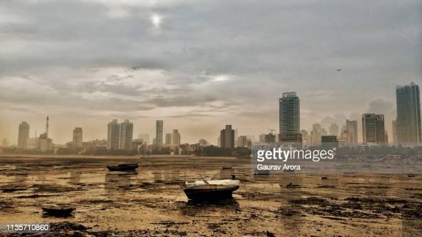 mumbai life - land in sicht stock-fotos und bilder