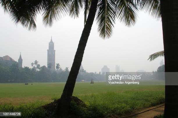mumbai public park, british colonial (venetian and gothic) style, india - argenberg stock-fotos und bilder