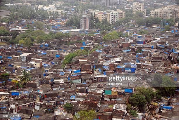 mumbai slum dharavi - dharavi stock-fotos und bilder