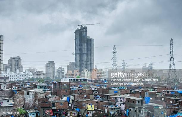 mumbai slums - barriada fotografías e imágenes de stock