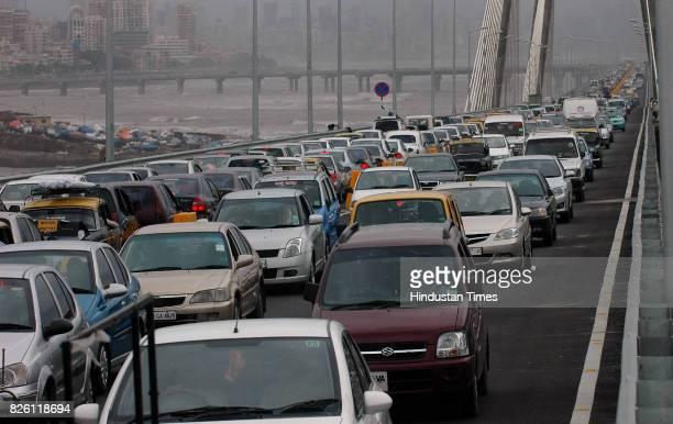 Mumbai Traffic Jam Bandra Worli Sealink Traffc jam at on the route from Bandra to Worli at the sea link HT PHOTO BY VIJAYANAND GUPTA 01/07/09 JUL09...