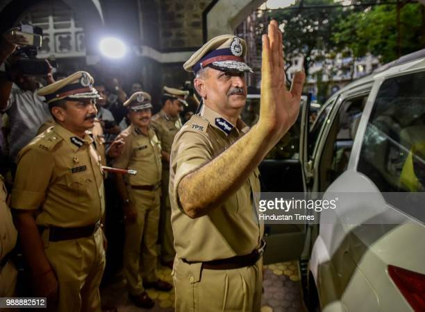 Mumbais new police chief Subodh Jaiswal sees off Padsalgikar who took over as the new Maharashtra DGP at Commissioner of Police office on June 30...