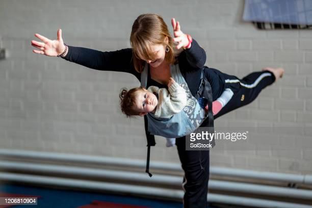 mummy yoga balance - femalefocuscollection stock pictures, royalty-free photos & images