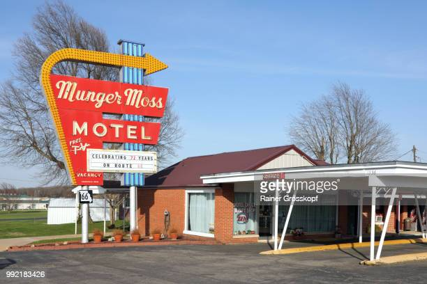 munger moss motel on route 66 - rainer grosskopf stock-fotos und bilder
