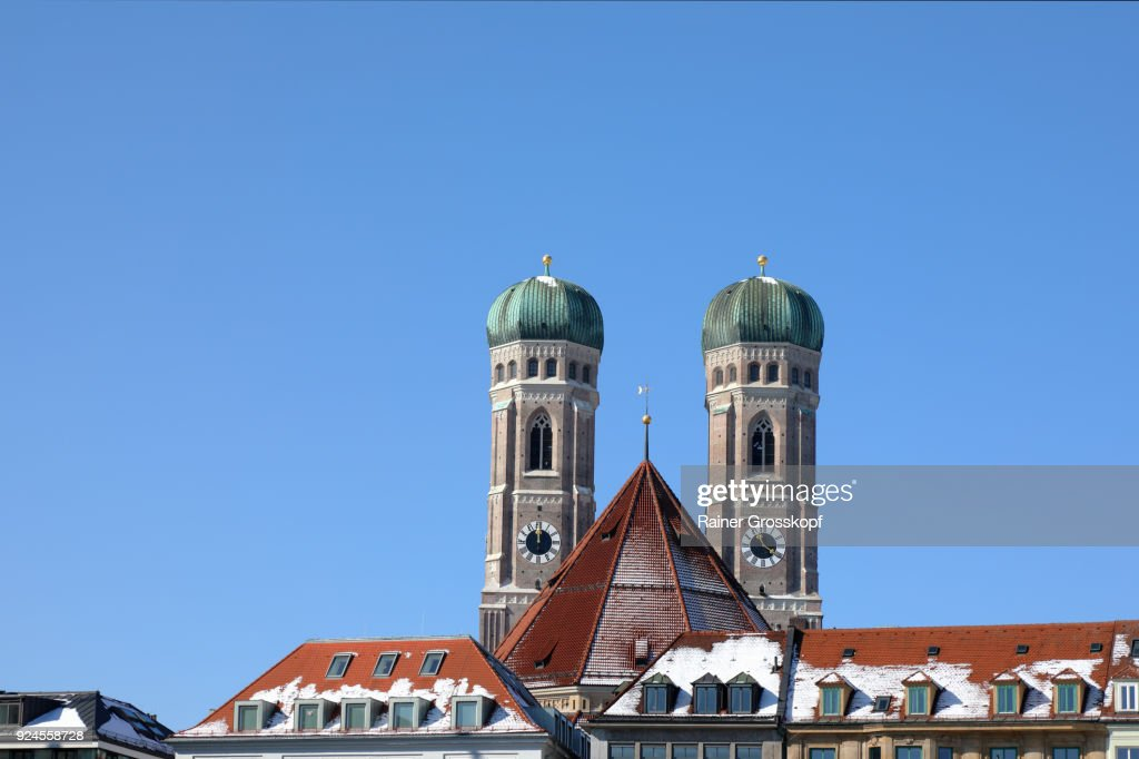 Munich, Bavaria, Germany – February 25, 2018: City center with Frauenkirche : Stock-Foto