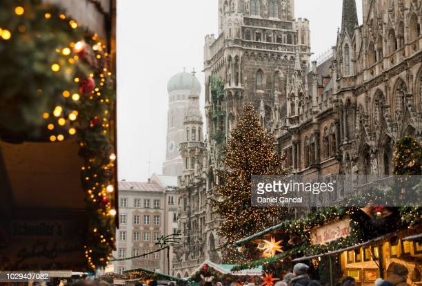munich christmas market at marienplatz - marienplatz stockfoto's en -beelden
