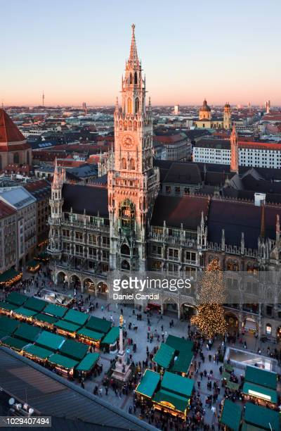 munich christmas market panoramic view at marienplatz - new town hall munich stock pictures, royalty-free photos & images