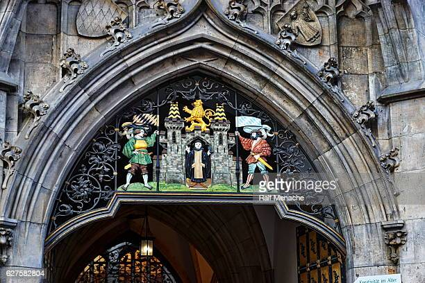 munich. entrance gate of the new town hall. - new town hall munich stock pictures, royalty-free photos & images