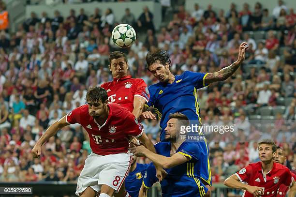 Munich Germany UEFA Champions League 2016/17 Season Group D Matchday 1 FC Bayern Muenchen FC Rostov Javi Martínez und Robert Lewandowski gegen Cesar...