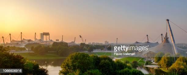 münchen, olympiapark münchen (bayern, deutschland) - olympischer park veranstaltungsort stock-fotos und bilder