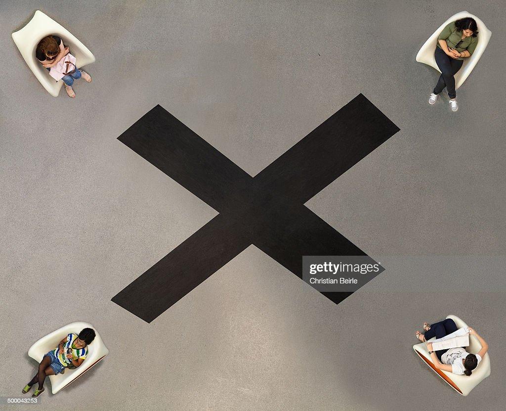 Black Cross : News Photo