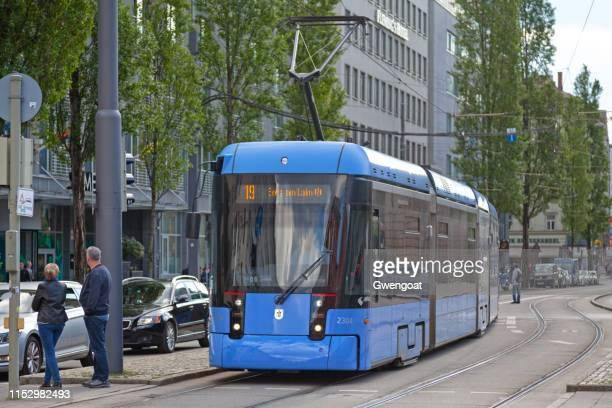 tram van münchen - gwengoat stockfoto's en -beelden
