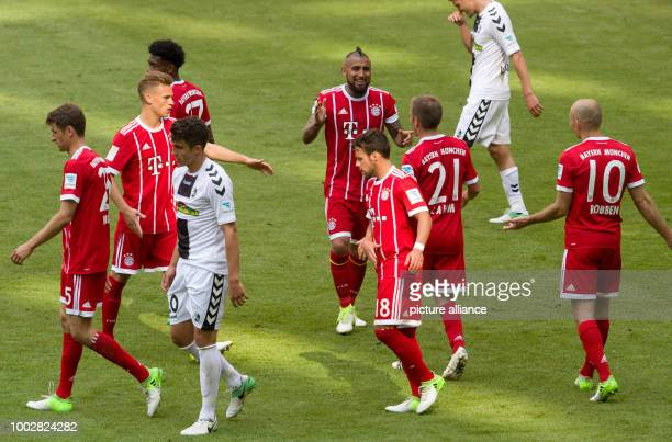 Munich's Arturo Vidal celebrates with teammates after giving his side a 20 lead during the German Bundesliga soccer match between Bayern Munich and...