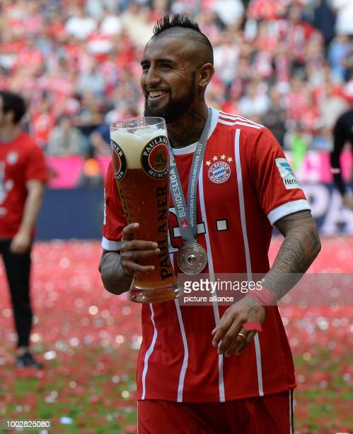 Munich's Arturo Vidal with a large glass of wheat beer at the end of the German Bundesliga soccer match between Bayern Munich and SC Freiburg in the...