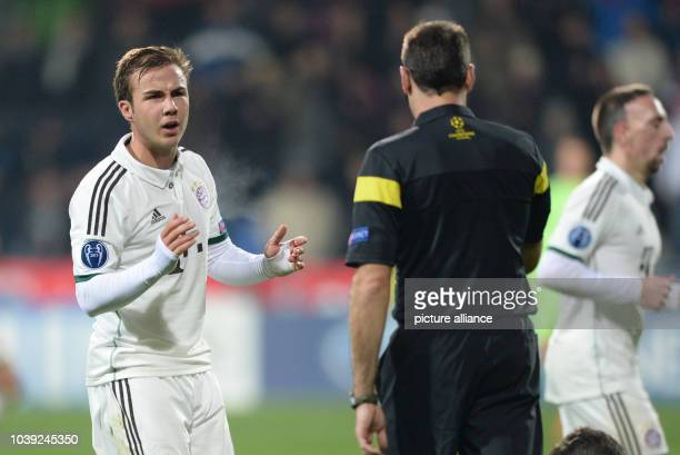 Munich's Mario Goetze talks to Referee Referee Antonio Mateu Lahoz during the UEFA Champions League Group D soccer match between FC Viktoria Plzen...