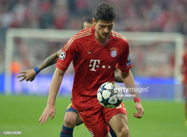 Munich's Mario Gomez in action during the UEFA Champions League semi final first leg soccer match between FC Bayern Munich and FC Barcelona at...