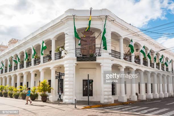 edificio del gobierno municipal en el centro de santa cruz de la sierra bolivia - santa cruz de la sierra bolivia fotografías e imágenes de stock