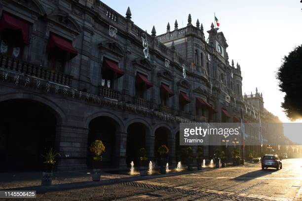 municipal palace and street in puebla city center during the sunset - puebla mexico stock pictures, royalty-free photos & images