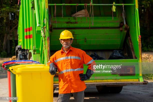 municipal worker recycling garbage collector truck loading waste and trash bin - gari - fotografias e filmes do acervo
