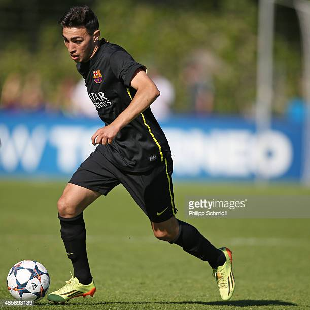 Munir El Haddadi of FC Barcelona runs with the ball during the UEFA Youth League Final match between Benfica Lisbon and FC Barcelona at Colovray...