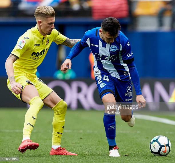 Munir of Deportivo Alaves competes for the ball with Samuel Castillejo of Villarreal CF during the La Liga match between Villarreal CF and Deportivo...