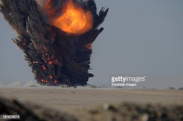 a munitions disposal explosion in kuwait. - países do golfo - fotografias e filmes do acervo