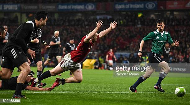 Munster Ireland 11 November 2016 Rory Scannell of Munster is tripped by Reed Prinsep of Maori All Blacks and prevented from scoreing a try during the...