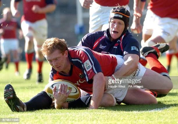 Munster's Anthony Horgan scores the opening try against the tackle by Llanelli Scarlets' Simon Easterby