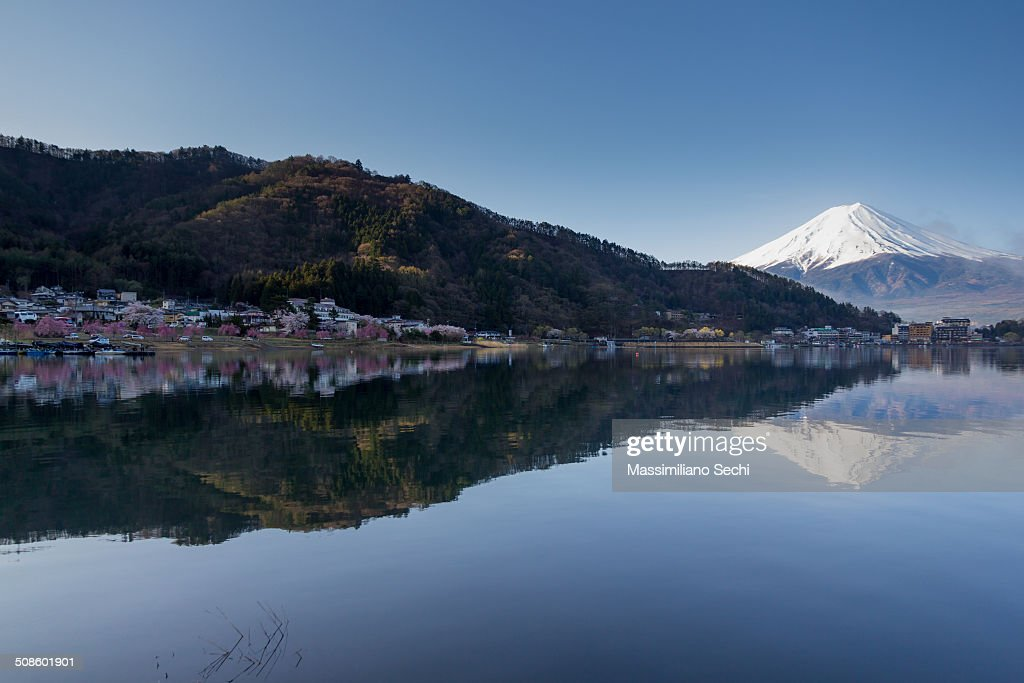 Munt Fuji and Lake Kawaguchi : Foto de stock