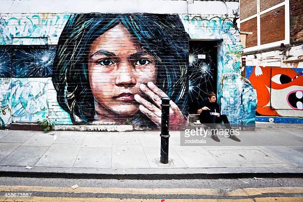 mural art in london - londen stadgebied stockfoto's en -beelden