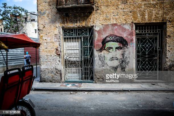 A mural of Che Guevara in Old Havana Cuba on January 16 2020 The city attracts milions of tourists annually Old Havana is declared a UNESCO World...