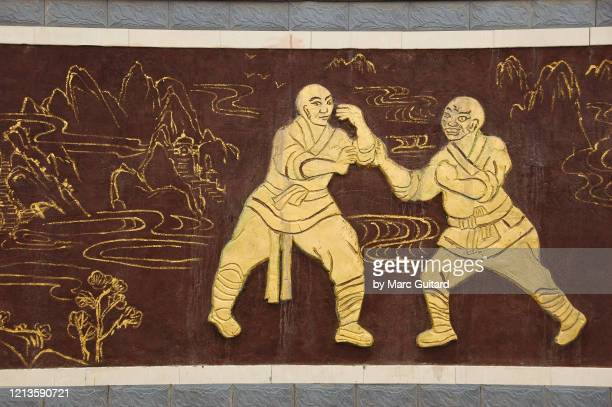 mural of two kung fu fighters, shaolin temple, china - 少林寺 ストックフォトと画像